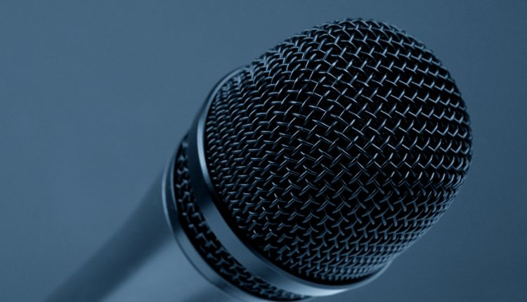 microphone-298587_1920
